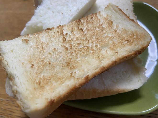 オーブントースターで焼いたあとのにしかわの高級食パン