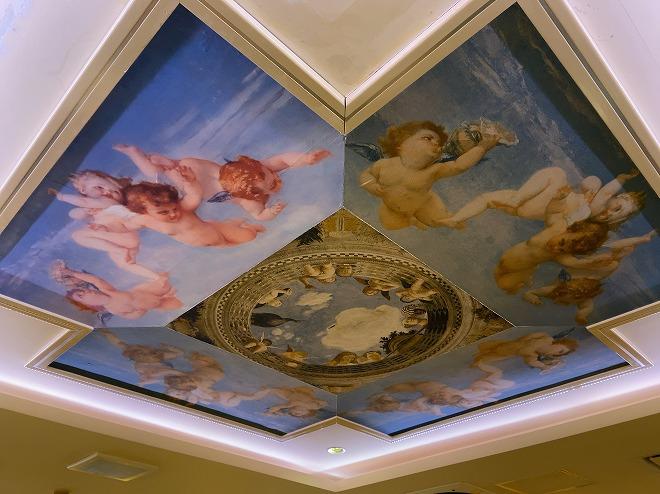 サイゼリア自由が丘店の天井壁画