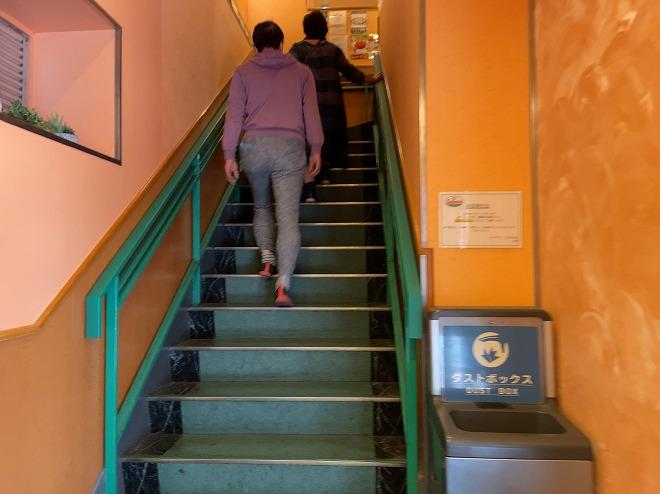 サイゼリア自由が丘店は入口を入って階段を上がった2階にある