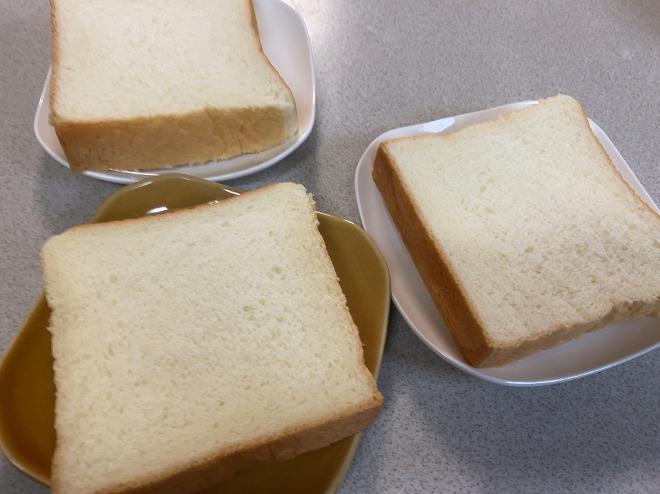 子供たちの分もカットしたにしかわの高級食パン